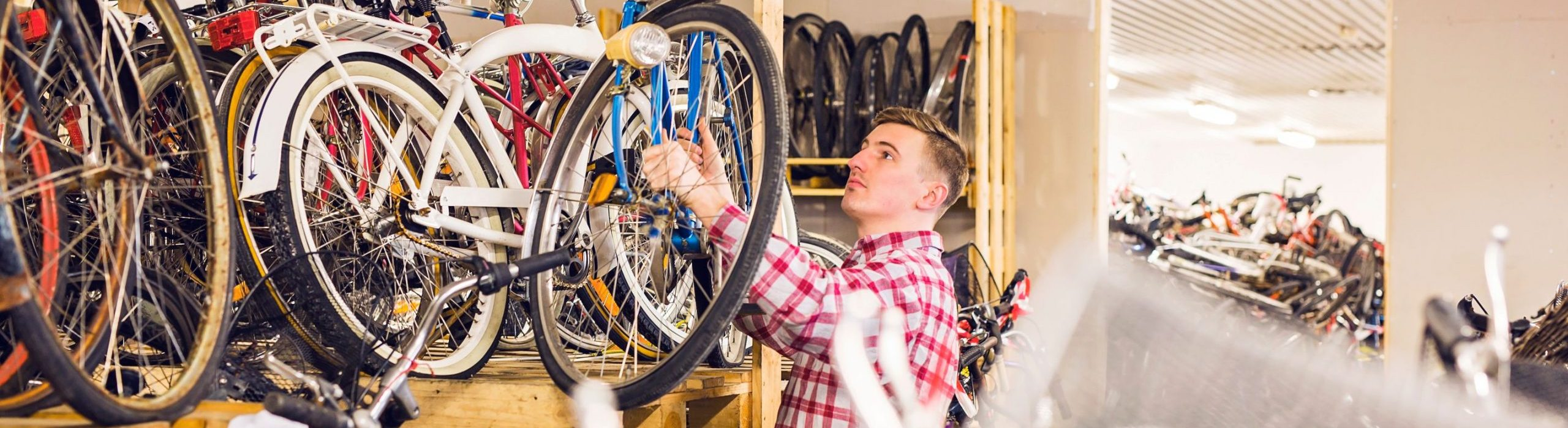 side-view-of-mechanic-working-in-bicycle-shop-JCFE43R (1)